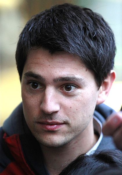 421px-Nicholas_D'Agosto_filming_Final_Destination_5_in_Vancouver,_October_2010